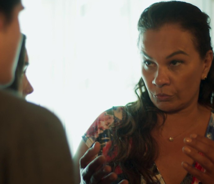 Vanda explica que se a polícia bater na casa dela, ela irá entregar Rodriguinho (Foto: TV Globo)