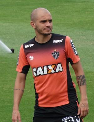Fábio Santos em treino do Atlético-MG (Foto: Laura Bernardes)