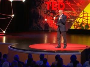 O ex-primeiro-ministro da Grécia George Papandreou em palestra no TEDGlobal na terça-feira (11), em Edimburgo (Foto: Reprodução/TED)