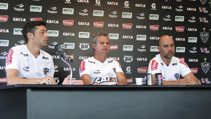 Wellington Valter, Carlinhos Neves e Luiz Otávio Kalil, preparação física do Atlético-MG (Foto: Fernando Martins Y Miguel)