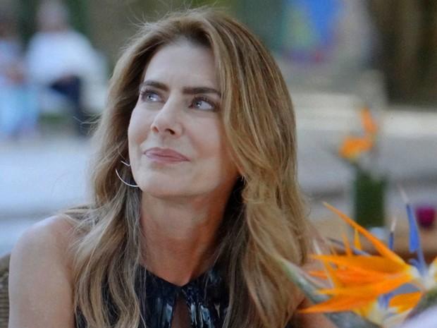 Kitty é pega na mentira por Laura (Foto: TV Globo)