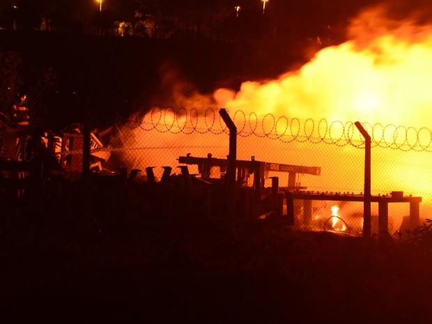 As causas do incêndio não foram determinadas (Foto: Arquivo pessoal / Júlio Leite)