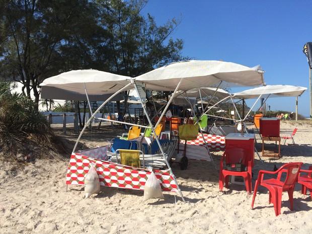 Na praia da Barra, comerciantes afirmam que o movimento ainda não aumentou consideravelmente (Foto: Cristina Boeckel/ G1)