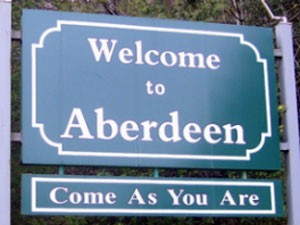 Placa de boas-vindas de Aberdeen, onde nasceu Kurt Cobain, com a inscrição 'Come as you are', título de um hit do Nirvana (Foto: Reprodução/Aberdeenwa.gov)