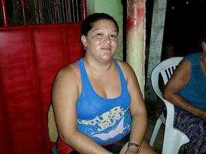 A autônoma Queli Cristina critica a mudança, mas diz que prefere posto da PM no lugar da delegacia (Foto: Toni Francis/G1)