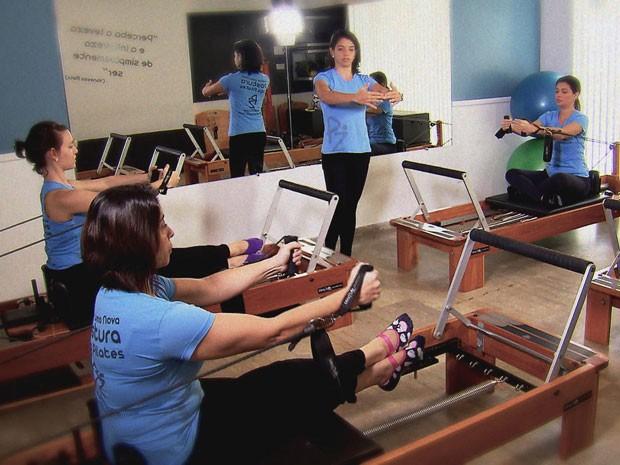 Pilates usa molas para dar força e resistência aos alunos (Foto: Reprodução / TV Globo)