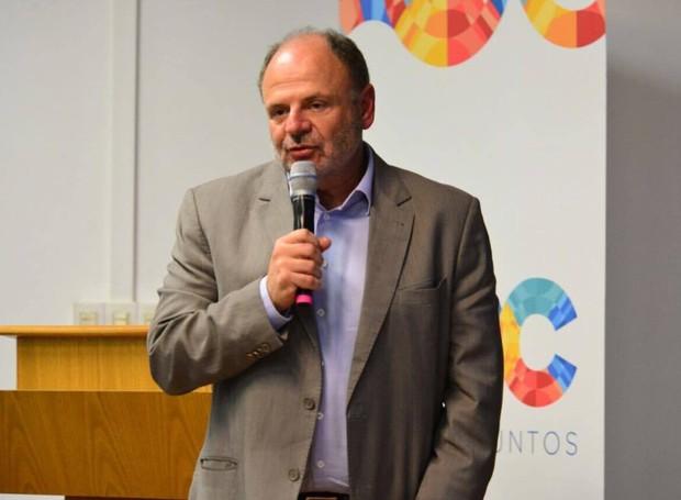 José Antonio Fares também discursou ao público (Foto: Priscilla Fiedler/RPC)