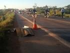 Idoso morre ao ser atropelado por moto na BR-364 em Cacoal, RO