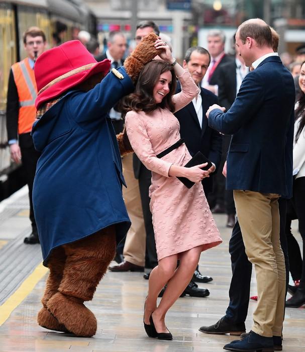 Kate Middleton e Urso Paddington (Foto: Getty Images)