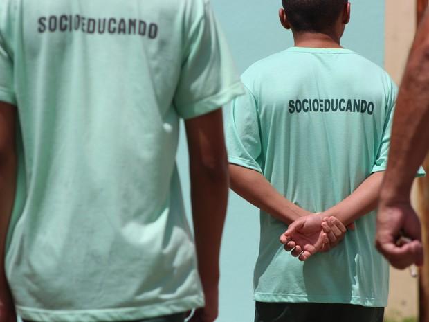 Adolescentes dividem a rotina com mais 120 internos recolhidos na instituição (Foto: Fernando Brito/G1)