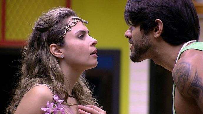 Festa Elfos barraco Daniel e Ana Paula 13_02 (Foto: TV Globo)
