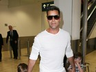 Filhos de Ricky Martin esbanjam estilo em aeroporto na Austrália