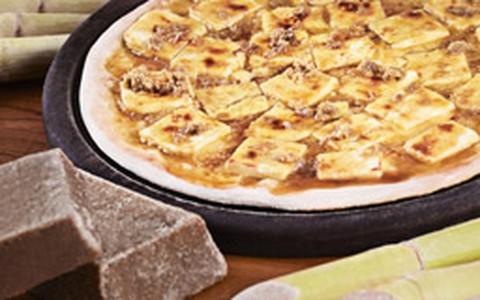 Pizza de rapadura com queijo coalho
