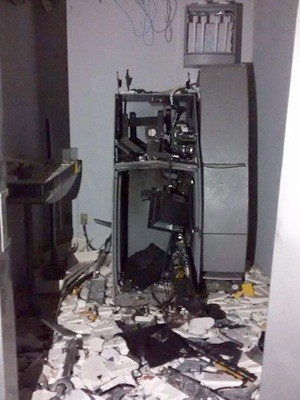 Explosão aconteceu por volta das 3h40 desta quarta (Foto: PM/Divulgação)
