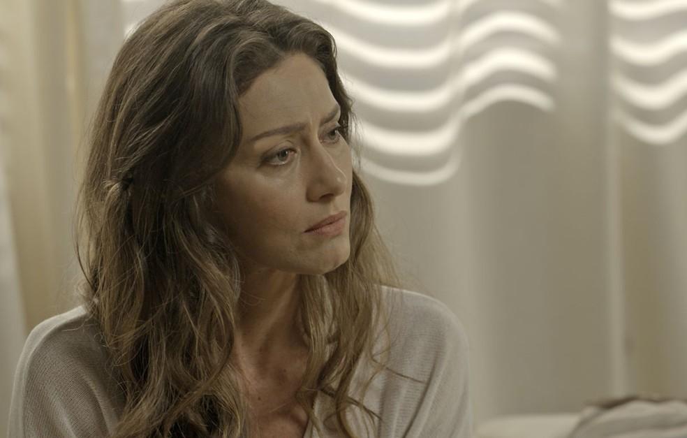 A socialite conta que está pensando em ter uma conversa com o marido (Foto: TV Globo)