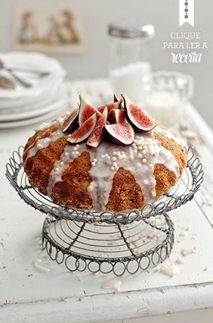 É época de figos! O bolo de laranja e canela, coroado de glacê, tem múltiplas aptidões: pode ser servido como sobremesa, no chá da tarde e até surpreender num aniversário descolado (Foto: Ulrika Ekblom/StockFood)