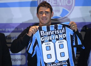 Giuliano veste camisa 88 no Grêmio (Foto: Lucas Uebel/Grêmio)