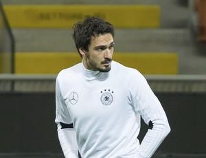 Hummels e Höwades no treino da seleção da Alemanha (Foto: EFE/Guido Kirchner)