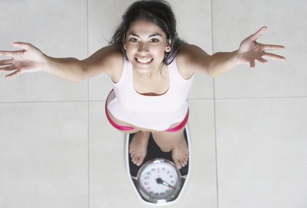 Não vire escravo da balança: se pesar obsessivamente é um dos maiores inimigos de qualquer dieta (Foto: Think Stock)