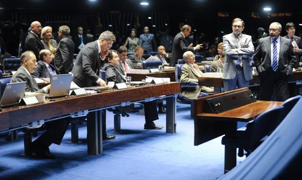 Senadores discutem em sessão no último dia 5 projeto sobre a dívida de estados e municípios com a União; votação foi adiada (Foto: Moreira Mariz / Agência Senado)