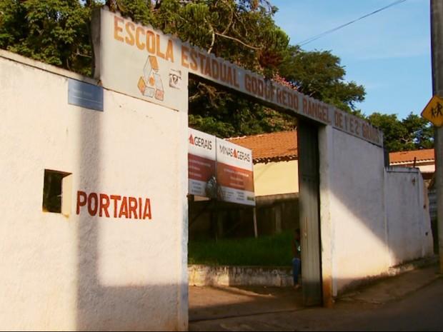 Escola Estadual Godofredo Rangel em Três Corações (Foto: Reprodução/EPTV)