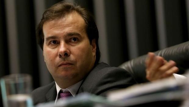 O presidente da Câmara dos Deputados, Rodrigo Maia (DEM-RJ), na sessão que aprovou regulamentação de aplicativos de transporte (Foto: Wilson Dias/Agência Brasil)