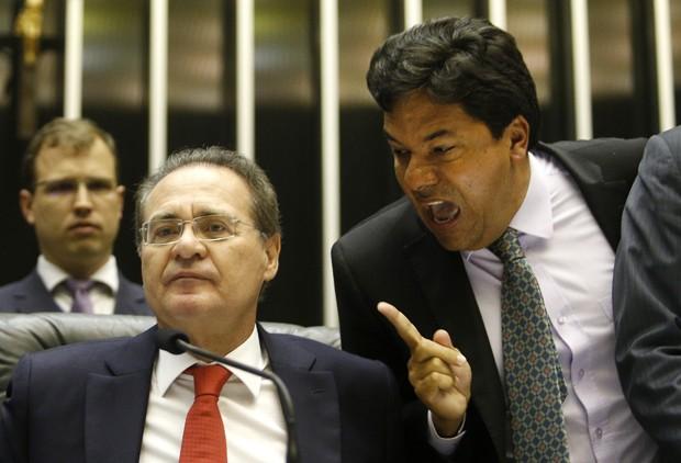 O líder do DEM na Câmara, Mendonça Filho (PE), discute com o presidente do Congresso Nacional, Renan Calheiros (PMDB-AL) (Foto: Dida Sampaio/Estadão Conteúdo)