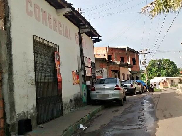 Crime ocorreu em frente a estabelecimento na Zona Norte de Manaus  (Foto: Suelen Gonçalves/ G1 AM)