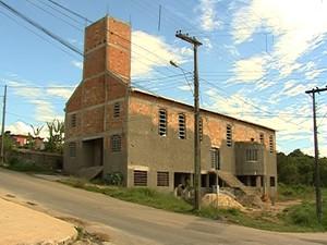 Igreja Santa Rita de Cássia é erguida com doações de fiéis em Divinópolis
