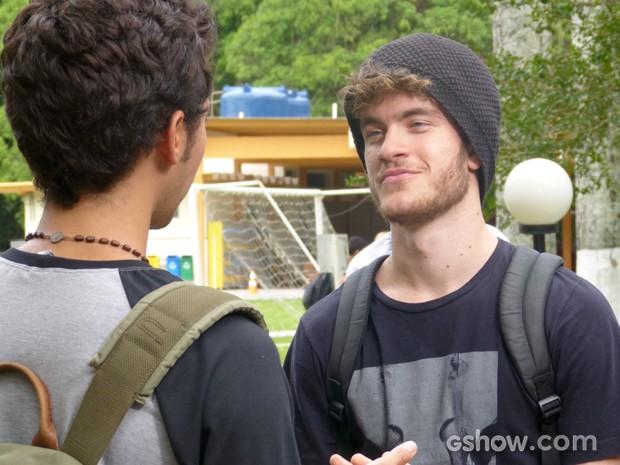 Sidney escuta o amigo e repensa sobre toda a situação (Foto: Malhação / TV Globo)