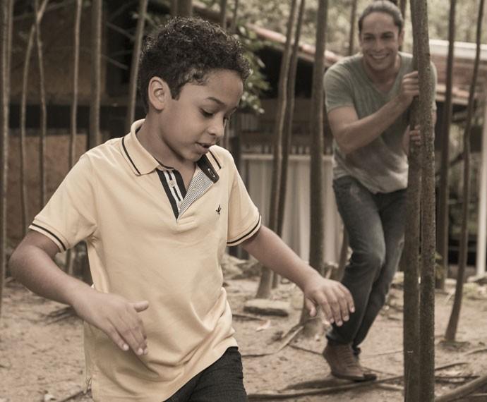 Rainer Cadete acha graça quando filho diz que quer ser ator (Foto: Inácio Moraes/Gshow)