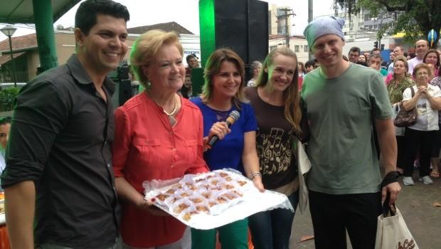 Cuca de maçã com nozes foi escolhida a melhor de Joinville (Foto: Lisandra Nienkoetter/RBS TV)