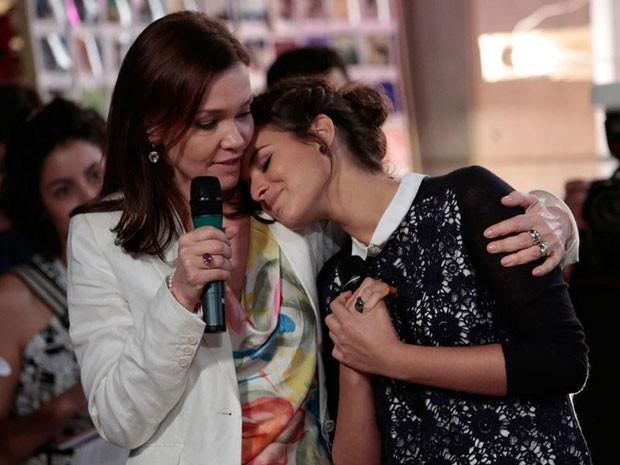 Julia Lemmertz e Bruna Marquezine se emocionam na coletiva de imprensa (Foto: Felipe Monteiro/TV Globo)