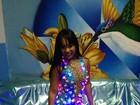 Rainha de bateria da Beija-flor usa macacão transparente e com luzes