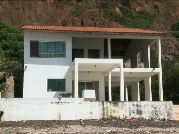 Chacina em casa de praia em Panaquatira (Foto: Reprodução / TV Mirante)