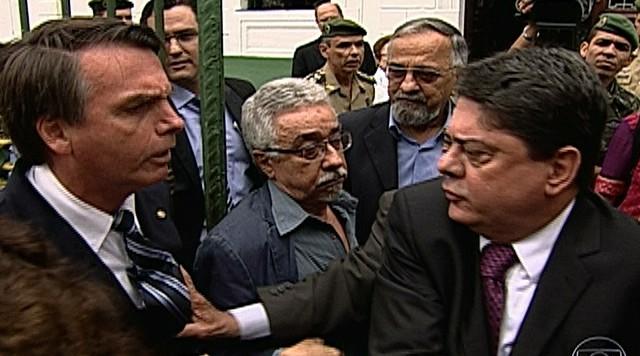 Parlamentares discutem durante visita ao ex-prédio do DOI-Codi