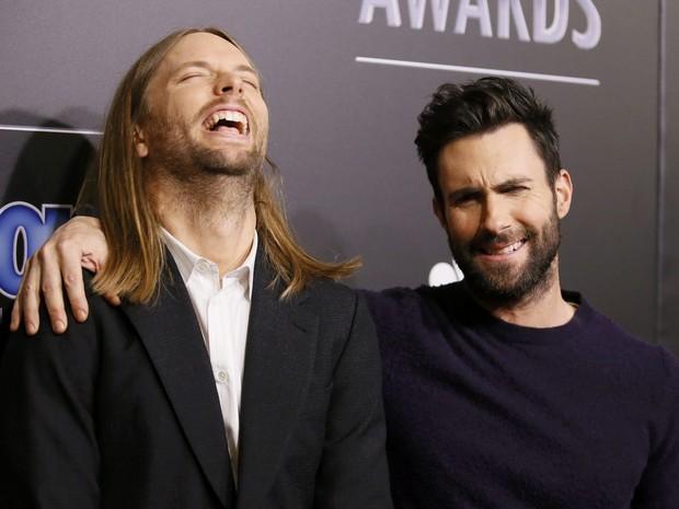 James Valentine e Adam Levine, da banda Maroon 5, em premiação em Los Angeles, nos Estados Unidos (Foto: Danny Moloshok/ Reuters)