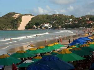 Praia de Ponta Negra, cartão-postal de Natal, é o local de trabalho de 'Janaína' (Foto: Rafael Barbosa/G1)