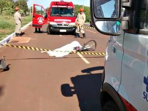 Ciclista morre após colidir com caminhão em Campo Grande (Foto: Misael Maciel/ TV Morena)
