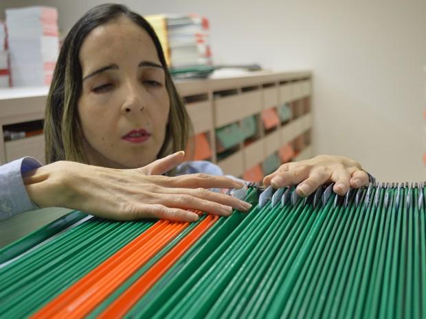 Rosa Cristina dos Santos Dalmazo é formada em Pedagogia e tem pós-graduação em Psicopedagogia (Foto: Anderson Viegas/G1 MS)