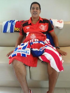 Heyder guarda com carinho as camisas dos clubes onde atuou (Foto: Gustavo Pêna)