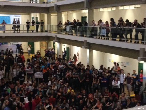 Estudantes decidiram em assembleia ocupar a UFFS de Chapecó (Foto: OCUPA UFFS/Divulgação)