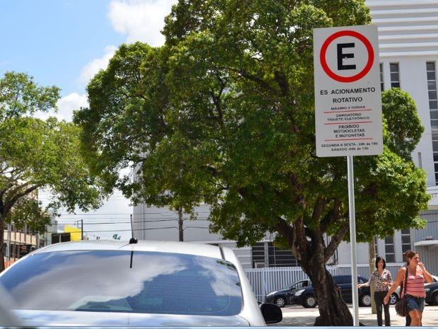 Estacionamento rotativo começa a ser cobrado  (Foto: Marina Fontenele/G1)