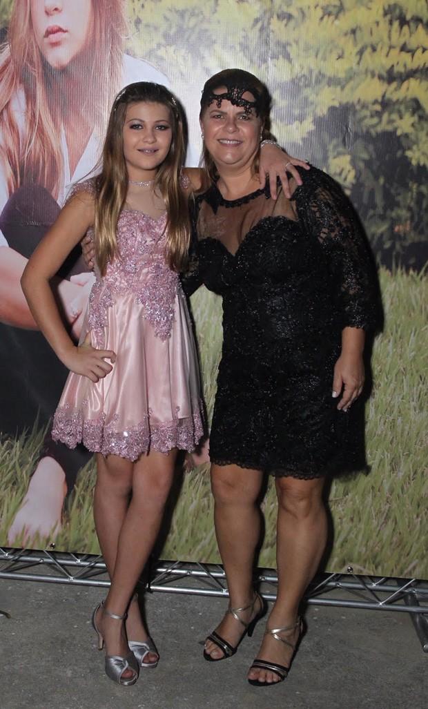 Nikki e a mãe, Michele (Foto: Marcello Sá Barretto/ Agnews)