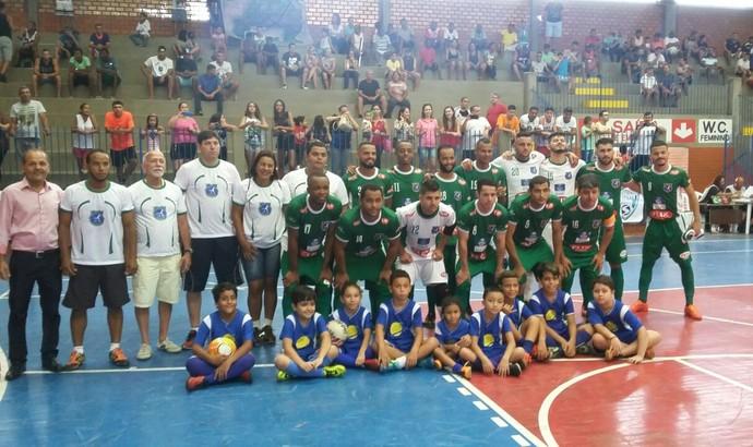 Resende perfilado antes da partida de estreia na Copa Rio Sul de Futsal (Foto: Divulgação)