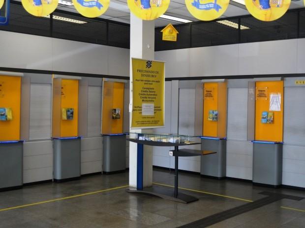 Caixas de agência do Banco do Brasil foram roubados no distrito de Barão Geraldo, em Campinas (Foto: Fernando Pacífico / G1 Campinas)