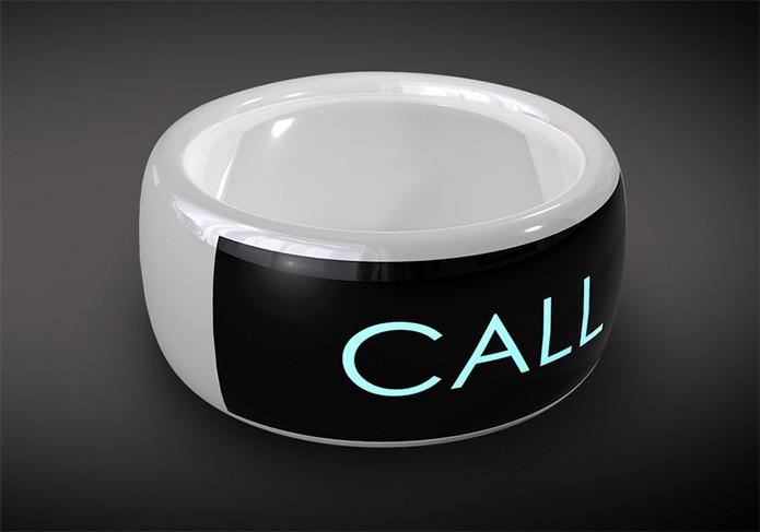 Entre ourtas coisas, o Moto SmartRing pode levar notificações de chamadas para seus usuários (Foto: Divulgação/Mota)