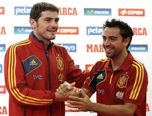Casillas Xavi prêmio seleção da Espanha (Foto: EFE)