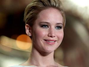 Jennifer Lawrence na premiere de 'Jogos vorazes: em chamas' em Londres, no dia 11 de novembro (Foto: Andrew Cowie/AFP)