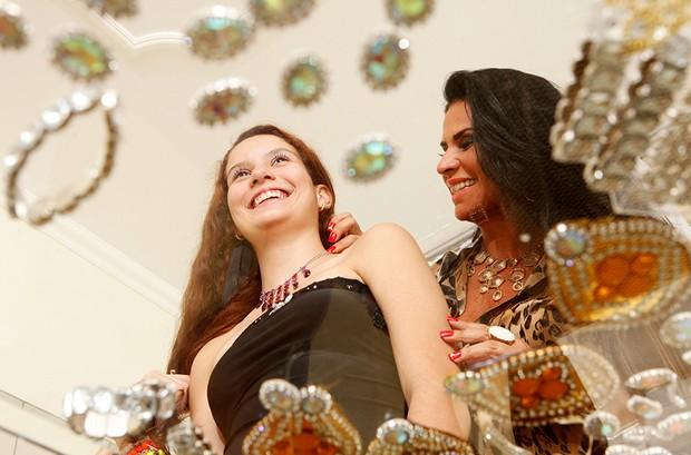 Solange Gomes e a filha Stephanie posam para o EGO (Foto: Marcos Serra Lima/EGO)